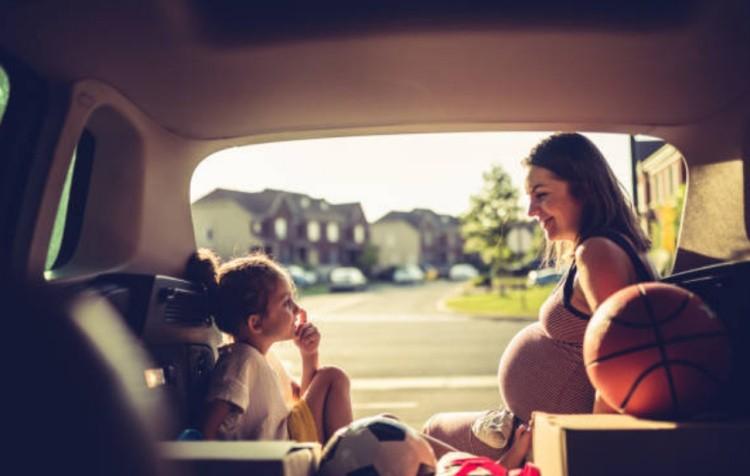 Беременная и ребенок